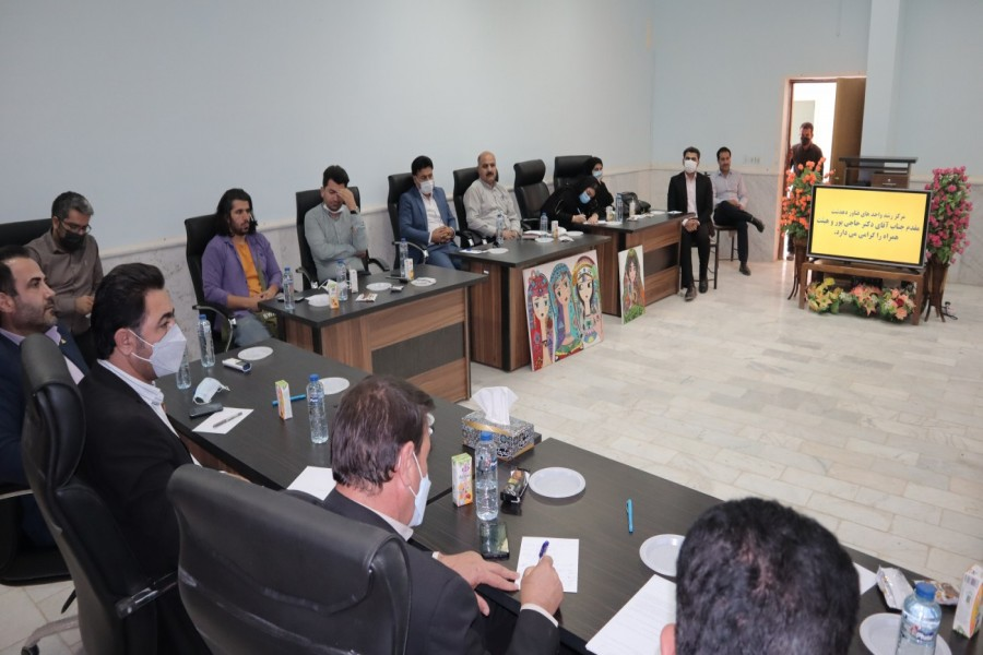 ایده های برتر در مراکز رشد استان، بصورت ویژه حمایت می شوند.